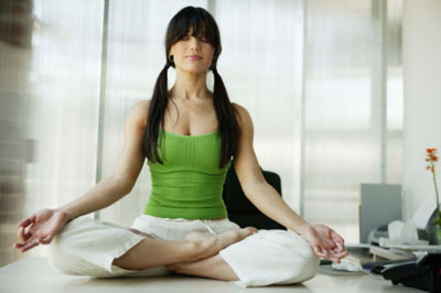 Meditation im Büro - ©Comstock/Thinkstockphotos.com