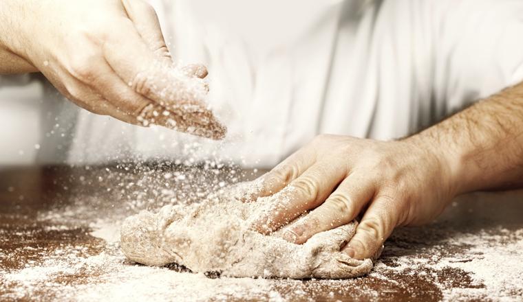 Sauerteig: Sogenannte Laktobazillen sorgen für die Gärung, durch die die Luftblasen im Brot entstehen. Später setzen sie ihre Arbeit im Verdauungstrakt fort.