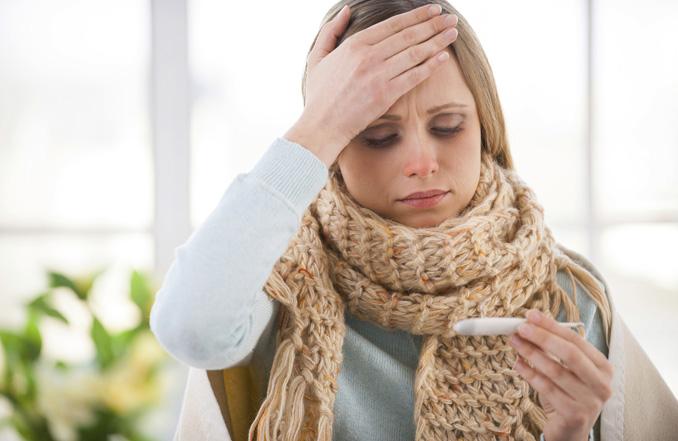 Kopfschmerzen? Die besten Hausmittel gegen eine Erkältung im Sommer