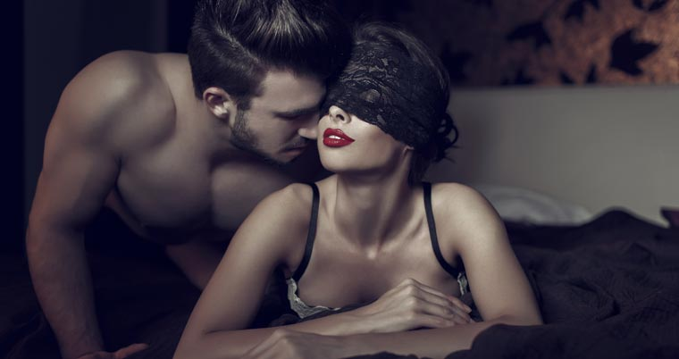 Die vegane Lebensweise muss nicht beim Liebesspiel im Schlafzimmer aufhören.