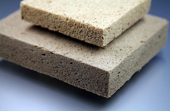 Umweltfreundliche, ökologische Fassadendämmung durch natürlichen Dämmstoff Holzschaum