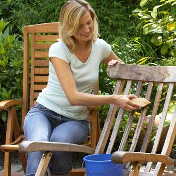 So pflegen Sie Ihre Gartenmöbel richtig