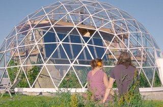 Diese Selbstversorger bauten sich ihr Eco-Traumhaus