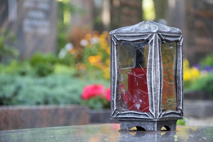 Ein Grablicht © Robert Wetzold_pixelio.de