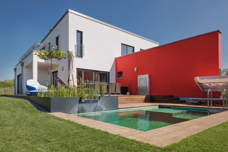 Haus mit Terrasse und Pool