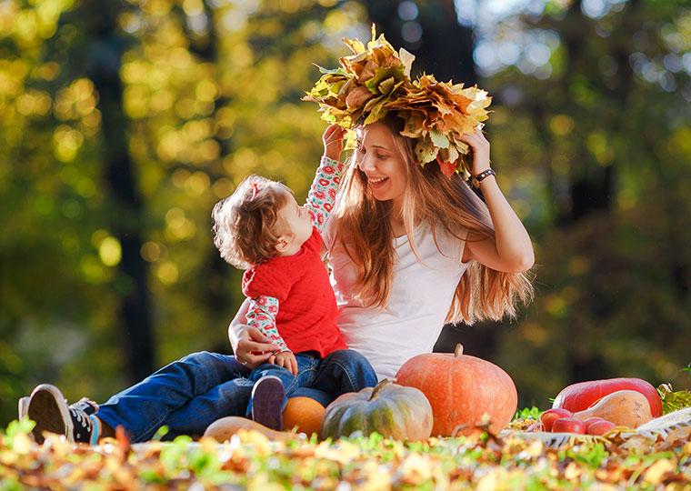 Material für Herbstkränze sammeln.