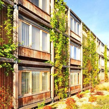 Sozialer Wohnungsbau in grünem Gewand