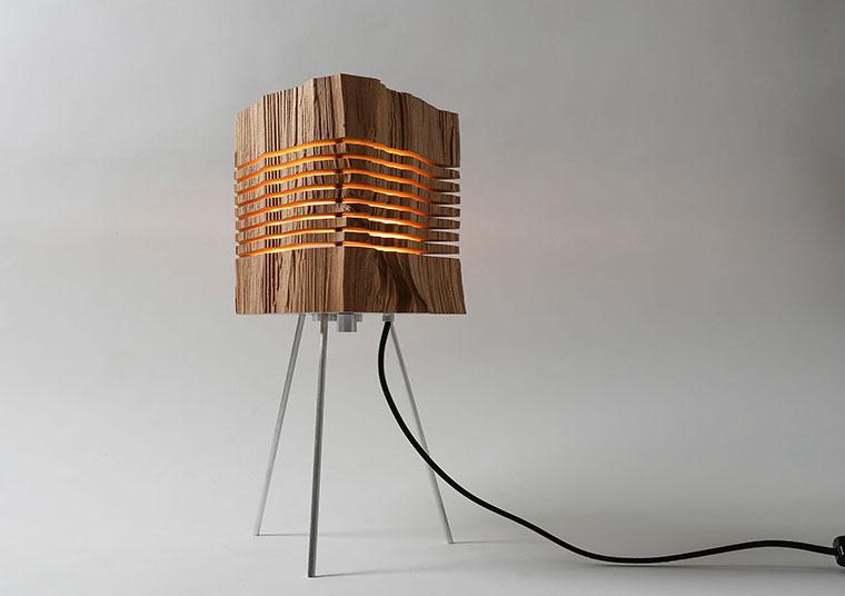 Zedernholz und Zypressen dienen dem Lampenbauer als Material.