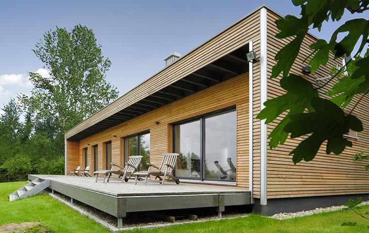 Moderner Bungalow aus Holz mit eco Ausstattung