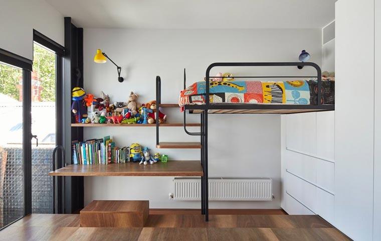 Ein ordentliches Kinderzimmer ist dank der kreativen und Platz sparenden Elemente im Mills Haus kein Problem