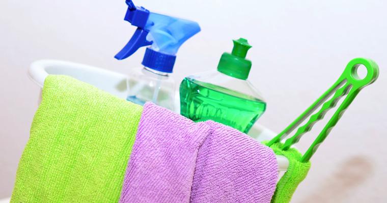 So reinigen Sie Ihr Ceranfeld richtig: Hilft Spülmittel?