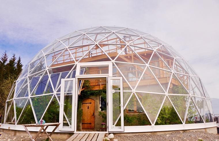 Diese Selbstversorger Familie hat sich ihr eigenes Eco-Haus gebaut