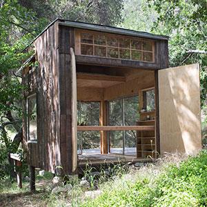 Die Seitenwände der Topanga Cabin lassen sich öffnen