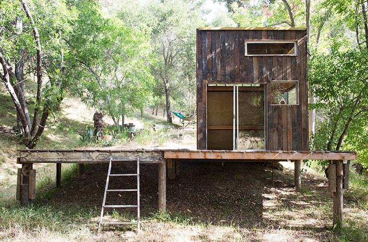 minimalistisch leben auf nichts verzichten tiny house aus holz und glas. Black Bedroom Furniture Sets. Home Design Ideas