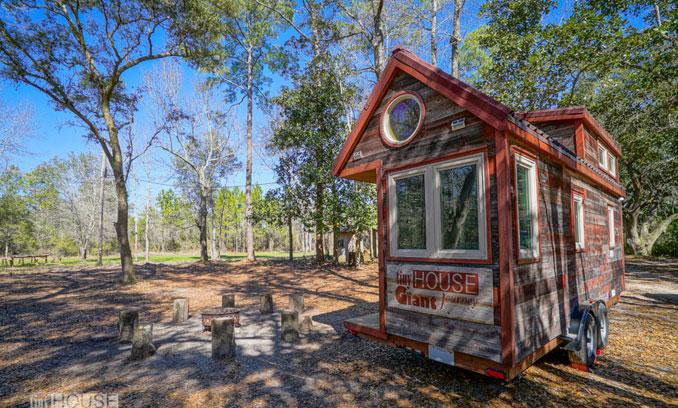 Tiny houses können überall stehen auch im Wald