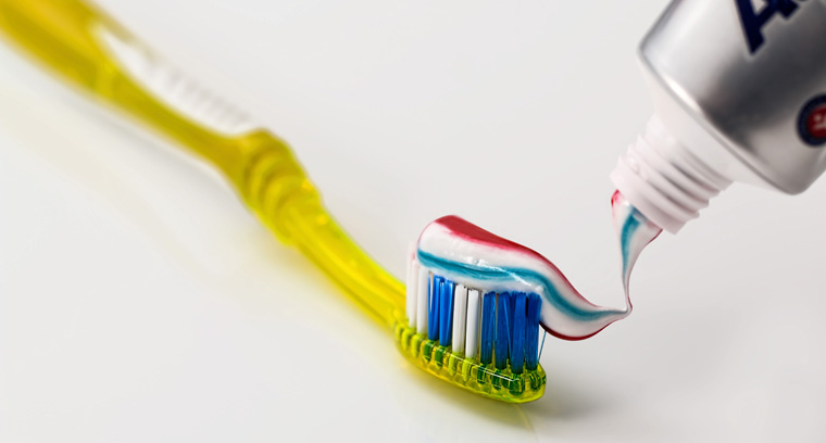 Zahnpasta gegen Kratzer: So reinigen Sie Ihr Ceranfeld richtig.