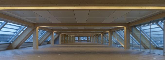 Das Bürogebäude in Zürich zeichnet sich durch eine außergewöhnliche Architektur aus.