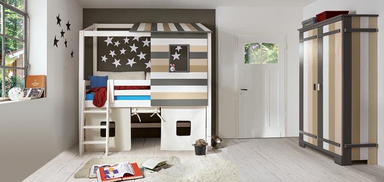 Für Jugendliche sind zwei verschiedene Möbel-Sets neu im allnatura-Sortiment: Das Jugendzimmer ?Colori? wurde mit harmonischen Erdfarben gestaltet und wirkt dadurch entspannend