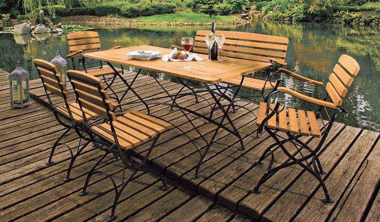 Mit diesen ökologischen Massivholzmöbeln verwandeln Sie Ihren Garten in eine zeitlose Wohlfühloase.