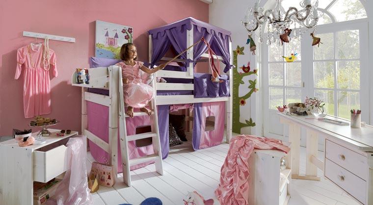 Wo, wenn nicht in ihrem Zimmer, lassen die Kids ihrer Fantasie freien Lauf, stiften Chaos und schmieden Abenteuerpläne?
