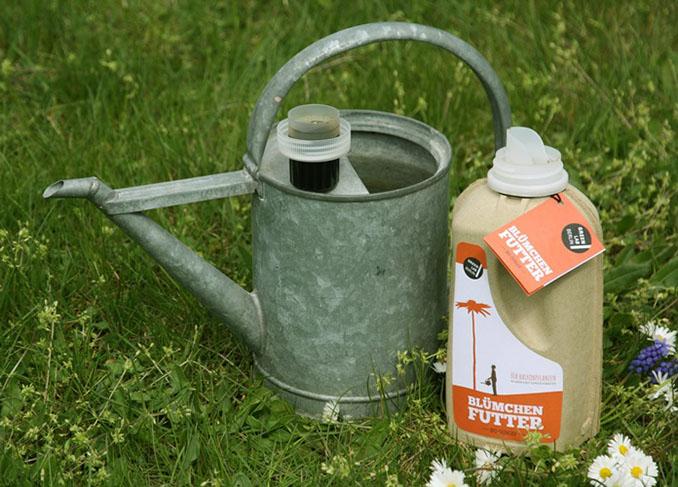 Flüssiger Dünger ist besser für Pflanzen im Haus sowie Blumen geeignet © GreenLab
