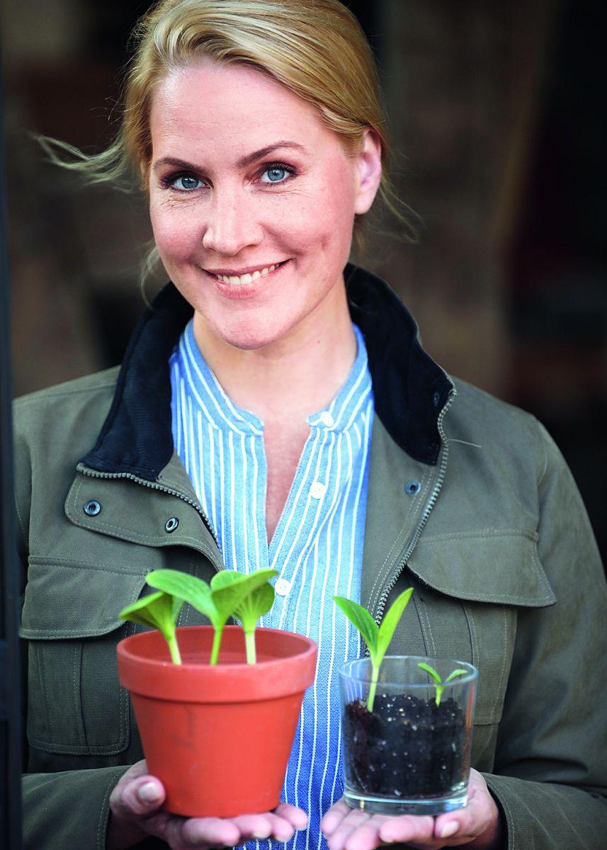 """Ihren Weg als Selbstversorgerin ins Fachwerkhaus am Rande von Hamburg, gänzlich ohne Erfahrung mit Gemüseanbau und Tierhaltung, beschreibt sie in ihrem gerade veröffentlichten Buch """"Homefarming - Selbstversorgung ohne grünen Daumen""""."""