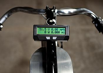 Alle Infos auf einem Blick bringt dieser kleiner Bordcomputer © Derringer Cycles