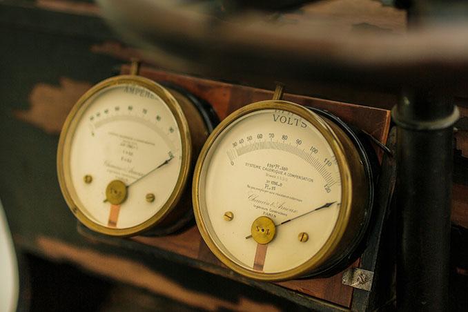 Armaturen aus einer anderen Zeit. Charmant und elegant © Porsche