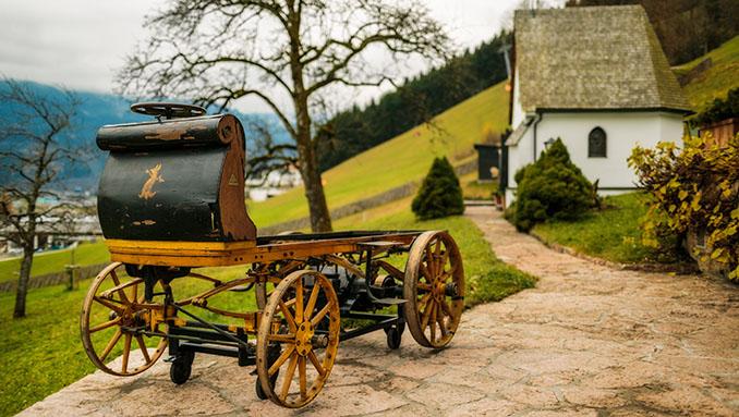 Grund zur Freude bei Familie Porsche. Ein Fahrzeug der allerersten Generation wurde gefunden und wartete schon für über 100 Jahren mit imposanter Technik auf © Porsche