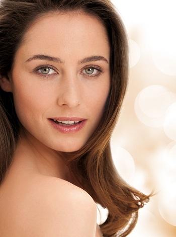 Strahlend schöne Haut mit dem Beauty Balm ©Lavera