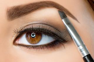 So modellieren Sie Ihre Augenbrauen richtig
