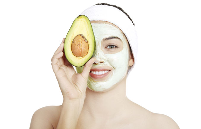 Eine Avocado maske entspannt die Haut