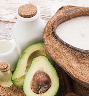 Avocadoöl, Kokosöl und Sheabutter gegen Schrunden