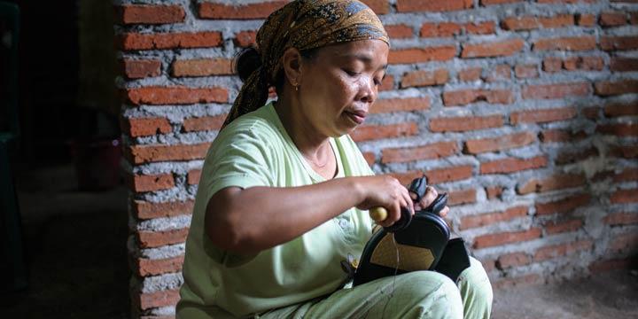 Hungerlöhne und illegale Überstunden für Billigschuhe