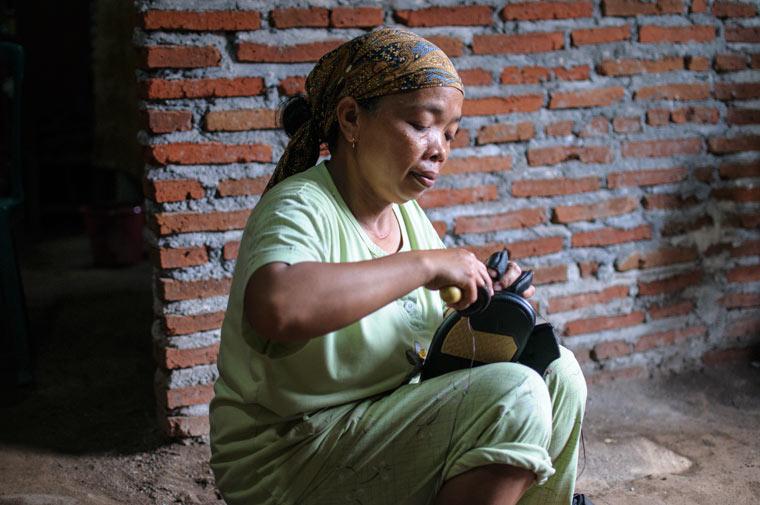 Hungerlöhne und schlechte Arbeitsbedingungen für Billigschuhe
