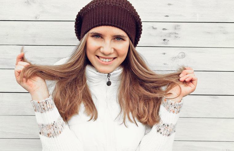 Trockene Haare im Winter: Hausmittel zur Haarpflege