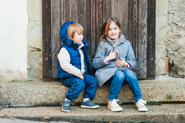 Kinder in Jeans