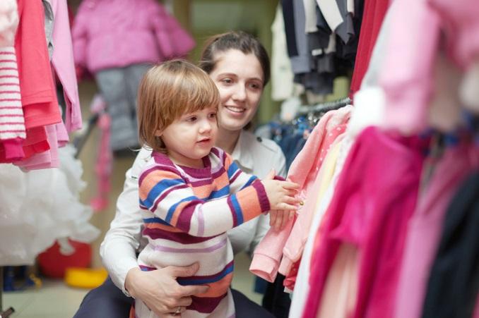 Kleidung soll Eltern und Kindern Spaß machen - auch gesundheitlich. © JackF/iStock/Thinkstock
