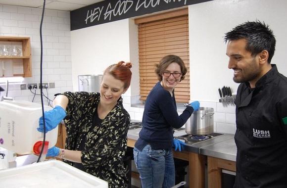 Zu Gast in der Lush Kitchen in England: Frische, handgemachte Kosmetik in limitierten Auflagen