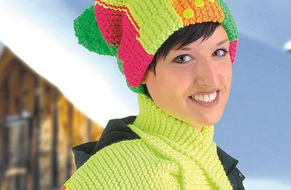 Trendige Neonmütze mit passendem Schal