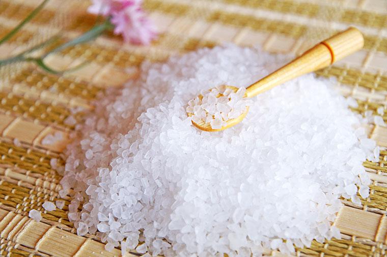 Hautpflege mit Meersalz: Samtweiche Haut mit einem Salzbad