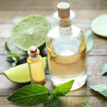 So einfach: Massageöle selber machen