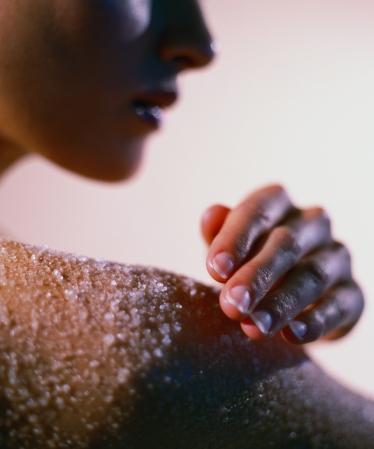 Naturkosmetik selber machen: Zum Beispiel Meersalz-Peeling