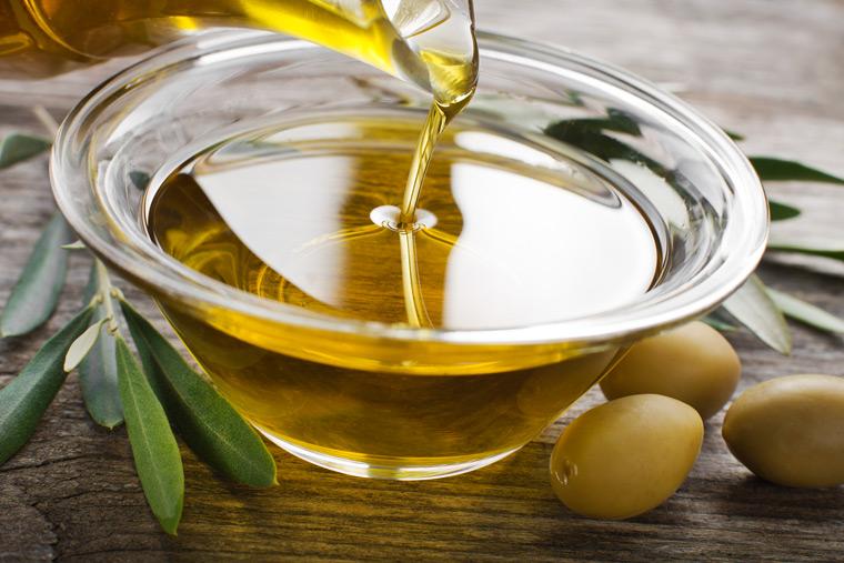Olivenöl hilft gegen trockene Haut
