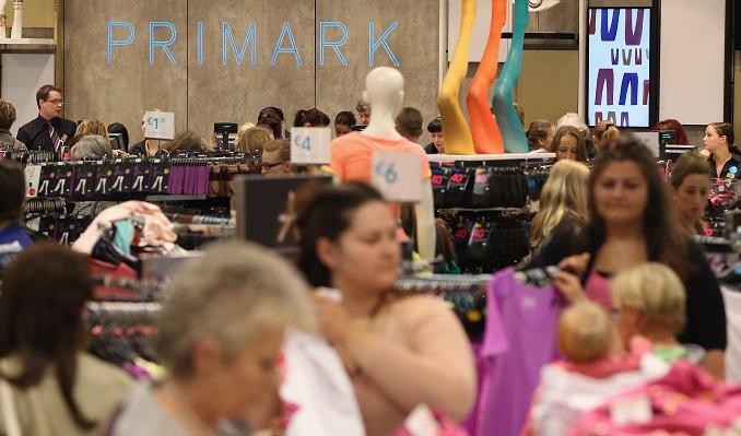 Bei Primark gibt es günstige Kleidung. © Sean Gallup/Getty Image News