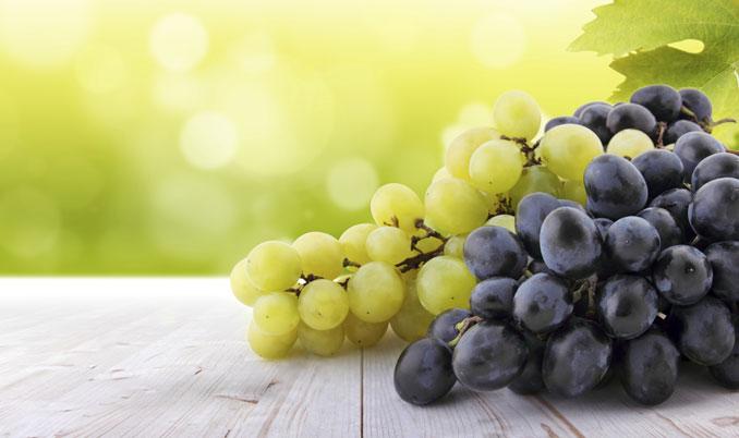 Weintrauben peelen und beugen Fältchen vor