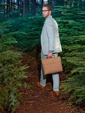 Die Tree Bag hingegen besteht abgesehen von zwei kleinen Schrauben zu 100% aus natürlichen Materialien.