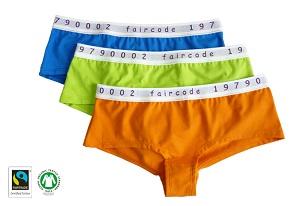 Die Lieblingshotpants mit eingewebtem Faircode hat die Artikelnummer 1/43/2777 und gibt es schon für 10,95 Euro. © comazo