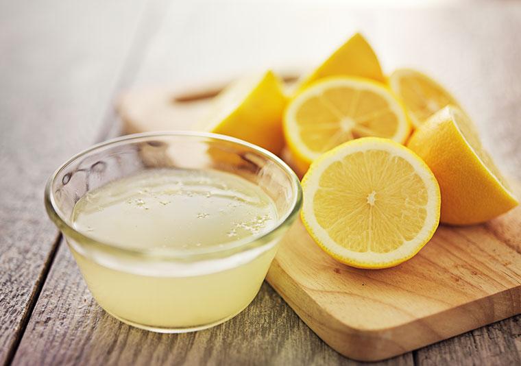 Zitrone: natürliche Hausmittel Tipps gegen nächtlichen Schweißgeruch