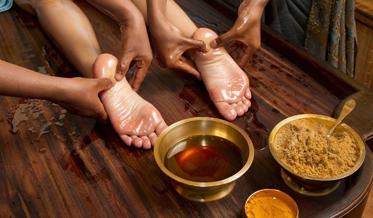 Körperpflege mit Ayurveda: Die Haut regelmäßig und typenspezifisch reinigen